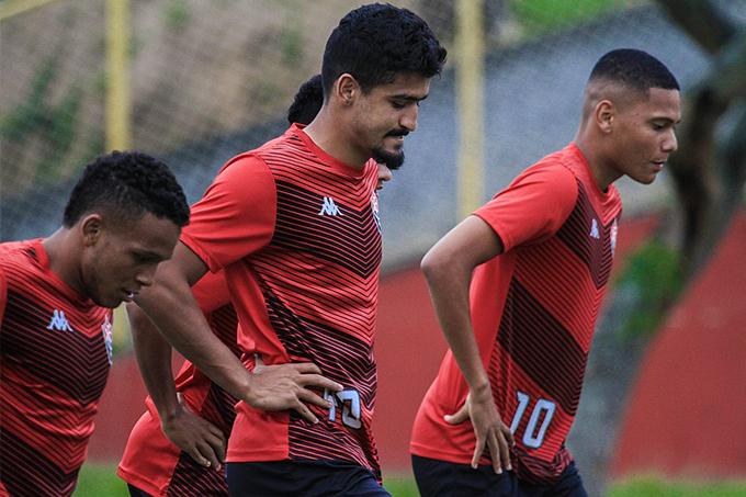 Por atrasos salariais, atletas do Vitória não concentram no clube