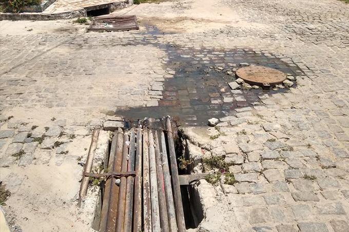 Moradores do Garcia d'Ávila reclamam de esgoto aberto há 15 dias