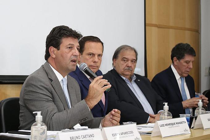 Em meio a tensão entre Bolsonaro e Mandetta, Planalto cancela coletiva com os dois