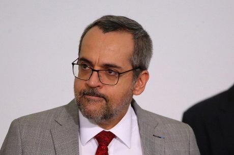 Weintraub diz que sua 'prioridade total é sair do Brasil o quanto antes'