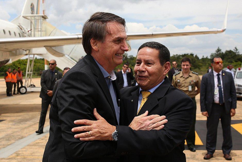 TSE arquiva por unanimidade ação contra chapa Bolsonaro-Mourão sobre outdoors
