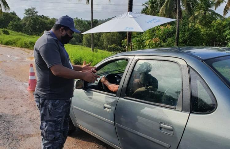 Mais de 40 mil veículos são abordados em barreiras sanitárias em Mata de São João