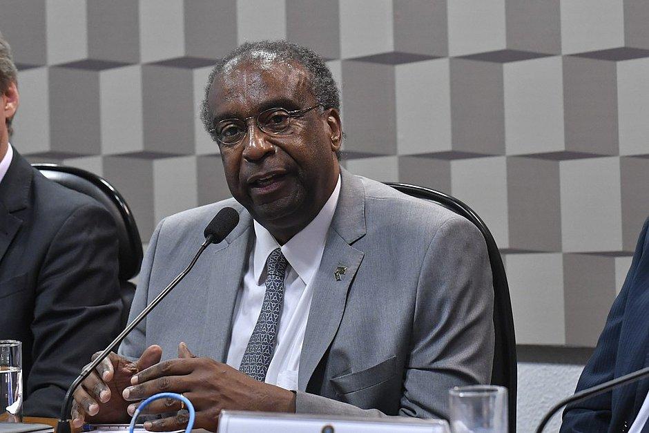 Posse do novo ministro da Educação é adiada após denúncias