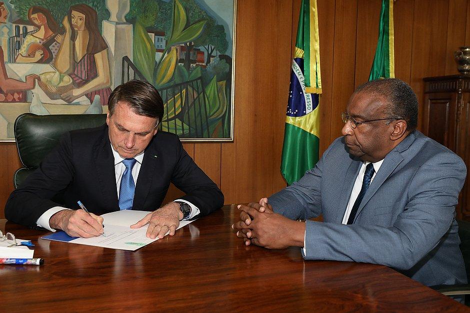 Bolsonaro torna sem efeito nomeação de Decotelli para o Ministério da Educação