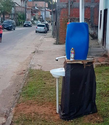 Contra a covid-19, morador instala pia comunitária em rua no centro de Mata
