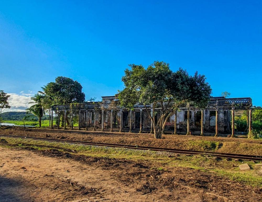 Prefeitura realiza roçagem em monumentos históricos no Amado Bahia