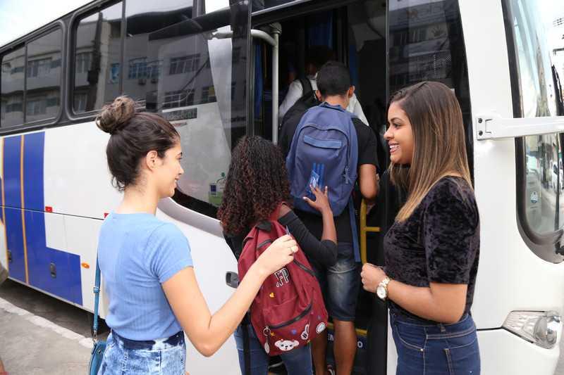 Guma inicia revalidação do auxílio transporte universitário