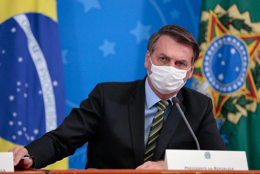 Bolsonaro sanciona, com veto, suspensão de pagamento do Fies em 2020
